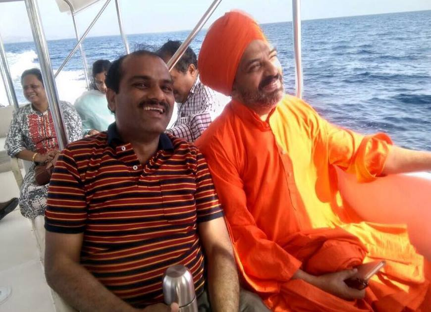 With Pujya Shree Nijgunanda Swamiji